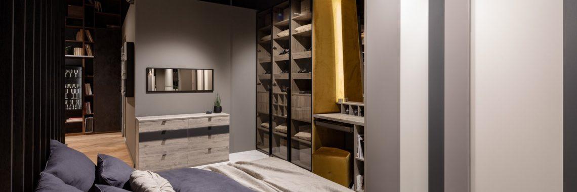 Sypialnia z łóżkiem na wymiar i szafą z frontami przesuwnymi